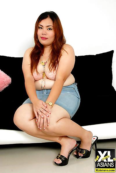 Chubby thai girl pla plays..