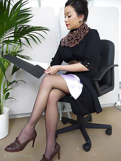 美妙的 亚洲 secretary..