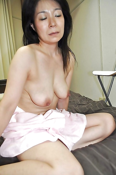 Akiko Oda plays with a..