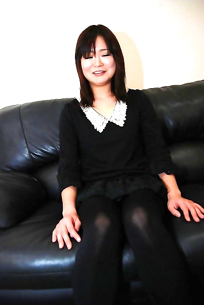 Milf Akiko Nemoto is playing..