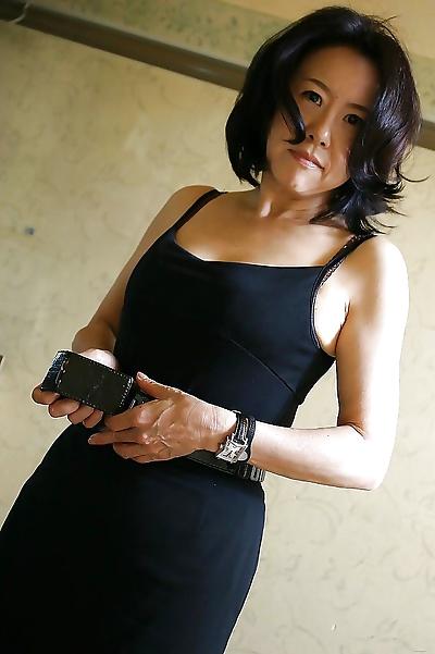 Junko Sakashita makes some..