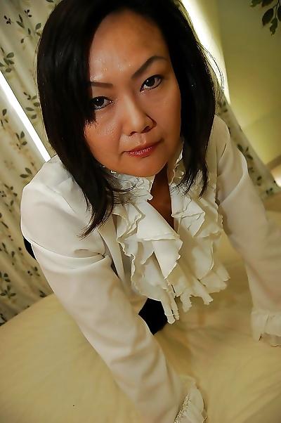 Asian MILF Kaoru Mitamura..