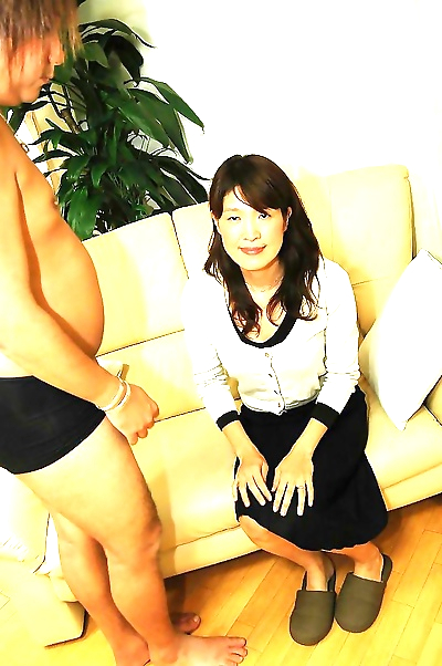 Asian MILF has some pussy..