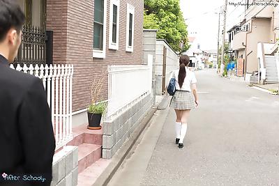 Japanese schoolgirl takes..