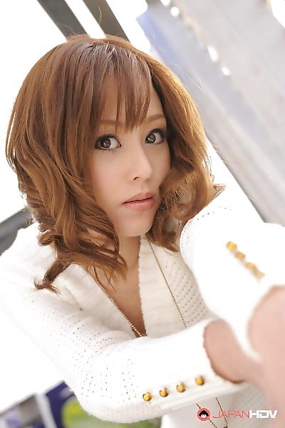 Miina yoshihara shows her..