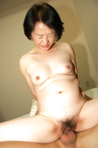 Experienced Asian lady Tomoe..