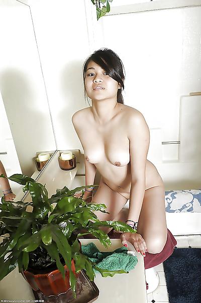 Horny Asian amateur..