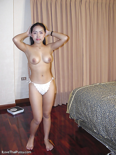 Sexy asian babe in lacy..