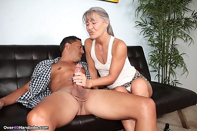 Mature Asian lady Leilani..