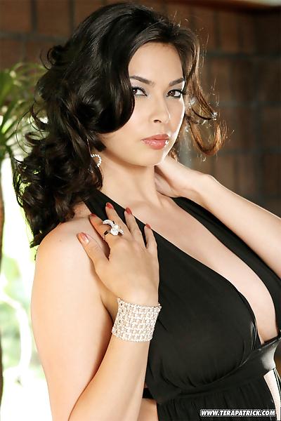 Sexy pornstar brunette Tera..