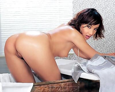 Hot Asian slut deepthroats a..