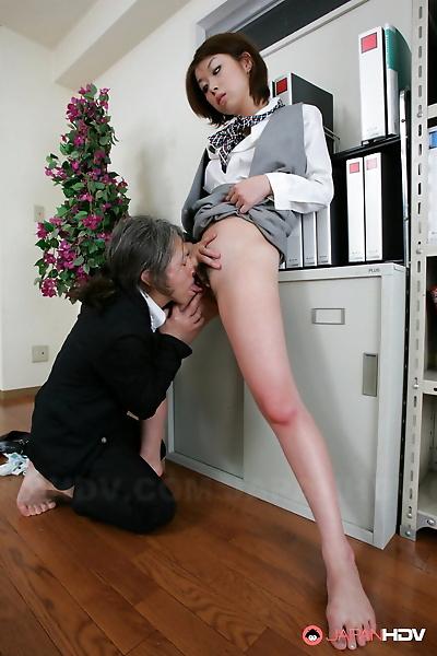 Petite Japanese girl Tsubaki..