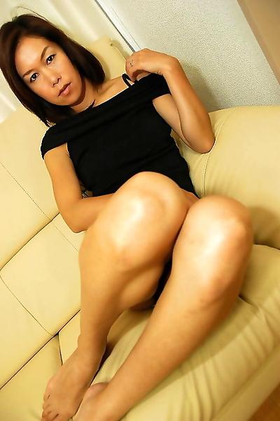 Asian chick Rinko Yoshitake..
