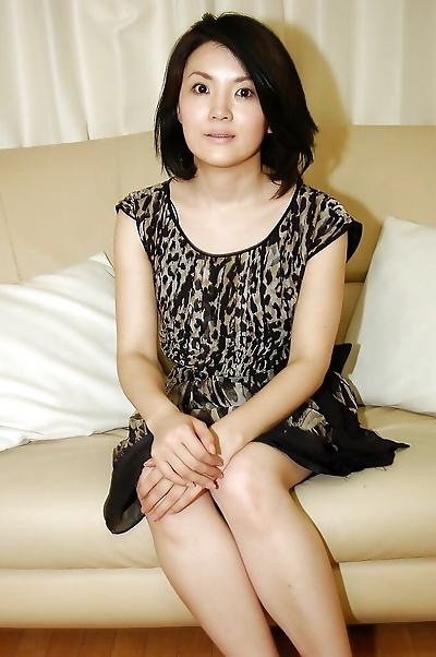 Asian MILF Saki Machida..