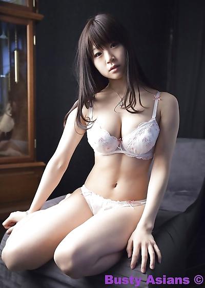 gros seins japonais modèle Miduki Momoko le port de sensuelle lingerie PARTIE 4426